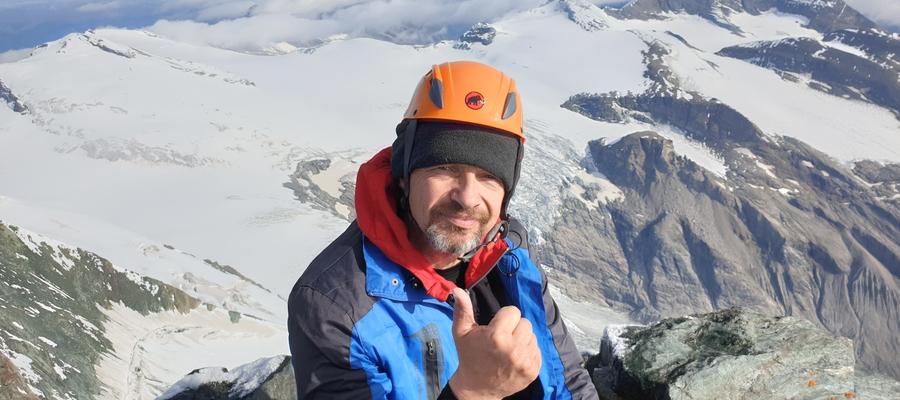 — Z górskich szczytów wiele codziennych spraw wygląda zupełnie inaczej — mówi Franciszek Pietraszko