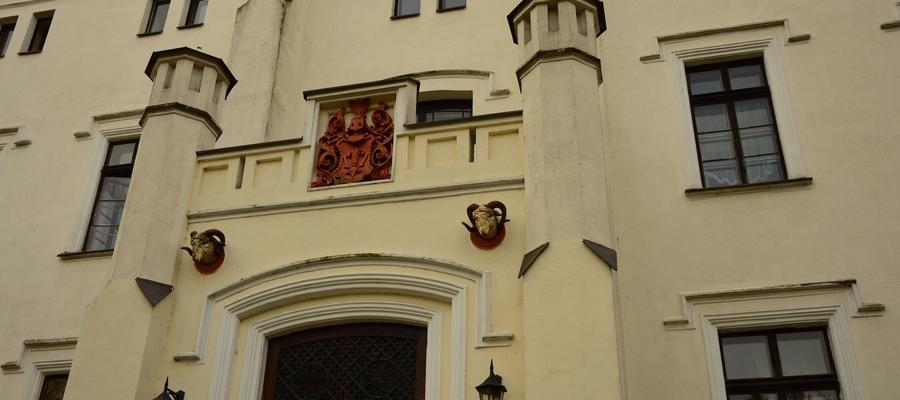 Neogotycki Pałac w Bałoszycach jest dziś hotelem z urokliwym parkiem i magicznym miejscem zwanym czakram bieli