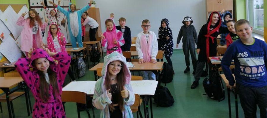 Uczniowie przyszli do szkoły w piżamach