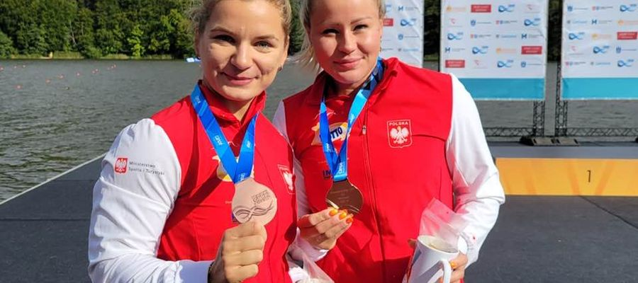 Dominika Putto (z prawej) i Katarzyna Kołodziejczyk z medalami Mistrzostw Świata