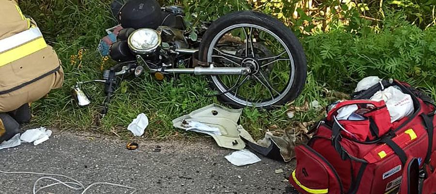 Motorowerzysta z nieustalonych przyczyn zjechał na przeciwny pas ruchu
