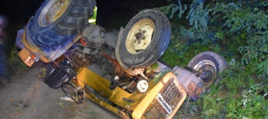 Traktorzysta, który przewrócił ciągnik był pijany