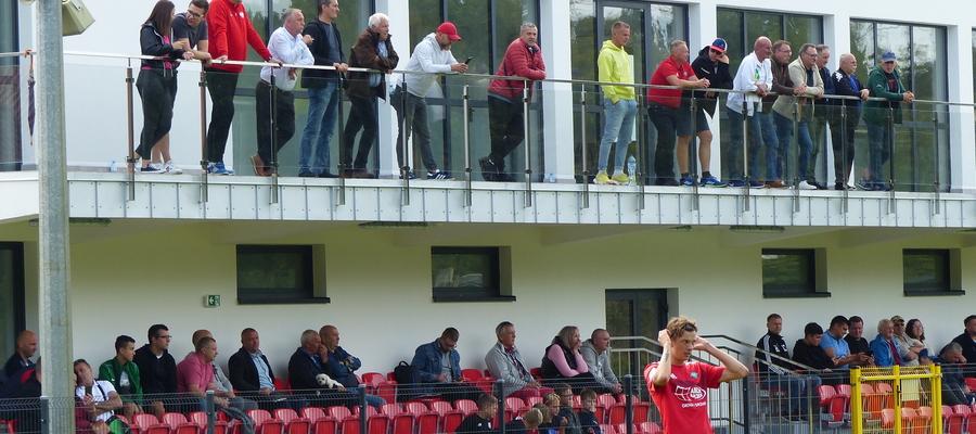 Nowy budynek klubowy GKS-u Wikielec (tu podczas meczu z Lechią Tomaszów Maz.) prezentuje się okazale