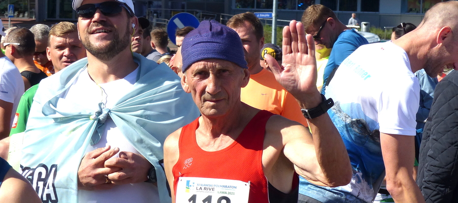 5 września 2021. Iławianin Andrzej Kamiński na starcie Iławskiego Półmaratonu