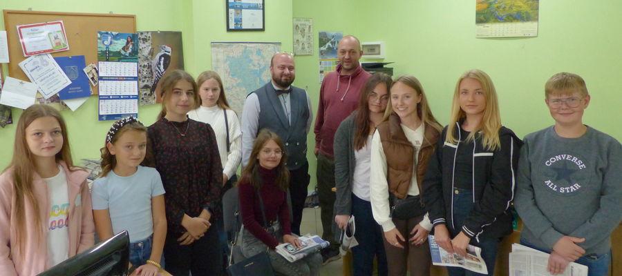 Na zdjęciu młodzież ze Szkolnej Telewizji oraz opiekun Grzegorz Olszewski i redaktor naczelny Gazety Iławskiej Mateusz Partyga