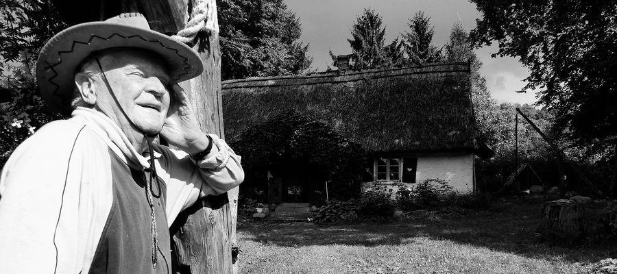 Józef Zbigniew Polak w swoim siedlisku w Lekartach