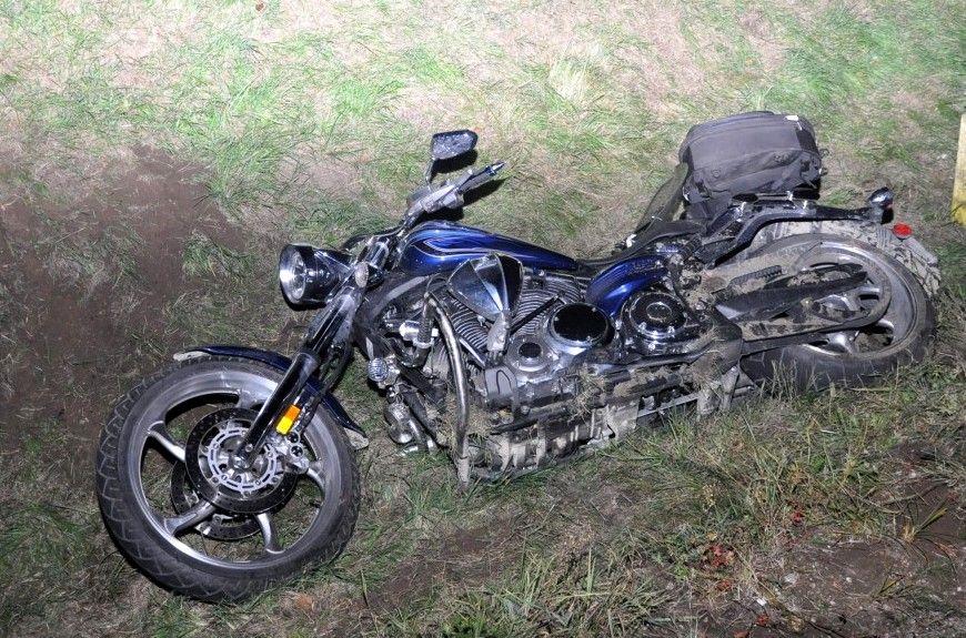 Na trasie Ruciane-Nida — Pisz motocyklista zjechał do rowu i przewrócił się.