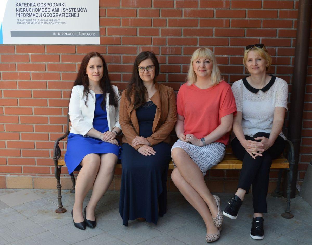 Od lewej: dr inż. Marta Gross, dr inż. Ada Wolny-Kucińska, dr hab. inż. Agnieszka Dawidowicz, prof. UWM, kierownik projektu, dr hab. inż. Małgorzata Dudzińska