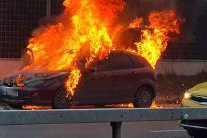 Pożar samochodu na Tęczowym Lesie