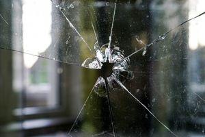 """Strzelaniem w okna """"zabawiało się"""" dwóch nastolatków"""