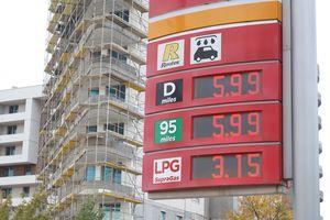 Ceny paliwa szybują. Już niedługo dobiją do 6 zł za litr?