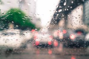 Jesienne warunki na drogach. Zachowaj ostrożność