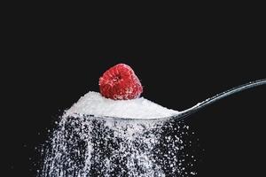 Cukier krzepi. A może wnerwia? [FELIETON]