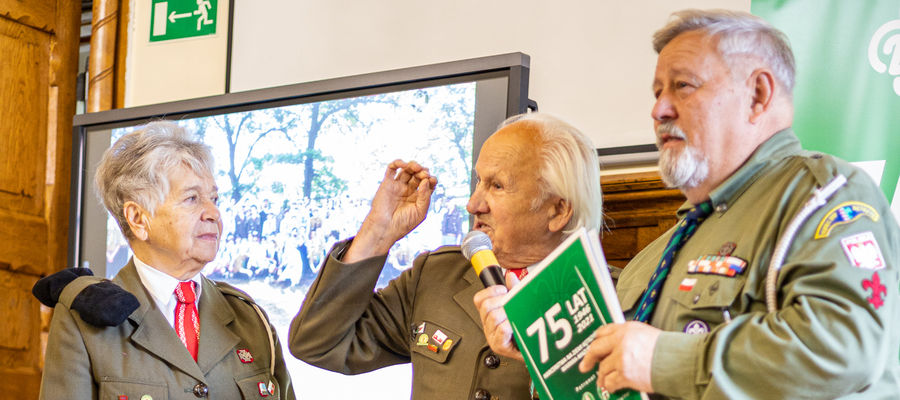 Na spotkaniu pojawili się harcerze - seniorzy, którzy tworzyli historię hufca