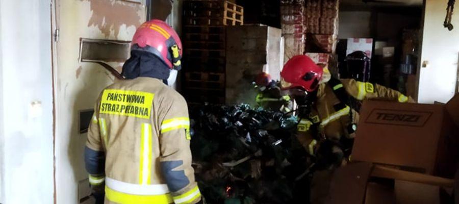 Pięć zastępów gasiło pożar hali