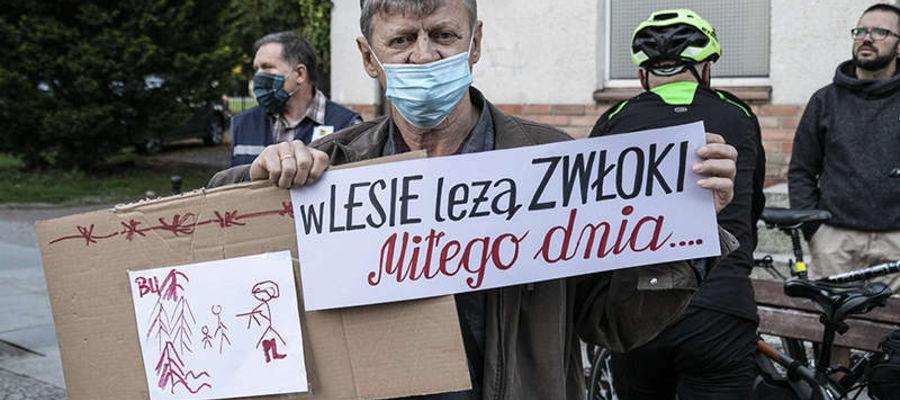 Uczestnicy protestu spotkali się pod Bramą Targową w Elblągu