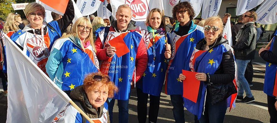 Migawka z nauczycielskiej manifestacji w Warszawie