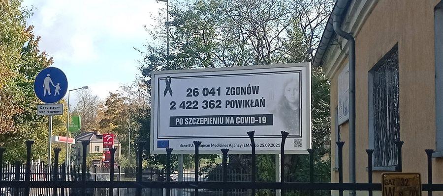 """""""Antyszczepionkowy"""" bilbord w centrum miasta"""